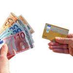 Beim Einkaufen in bar oder mit Karte zahlen?